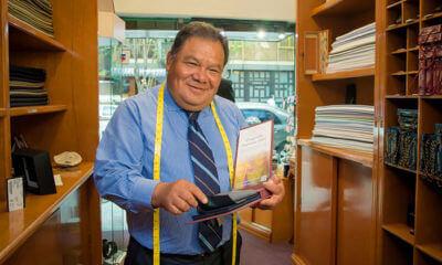 Sastre Gilberto Ortiz en su negocio