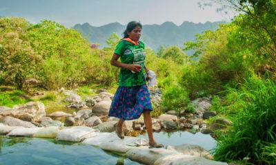 Mujer Tarahumara Gana Maratón de 50 KM sin Ropa Deportiva