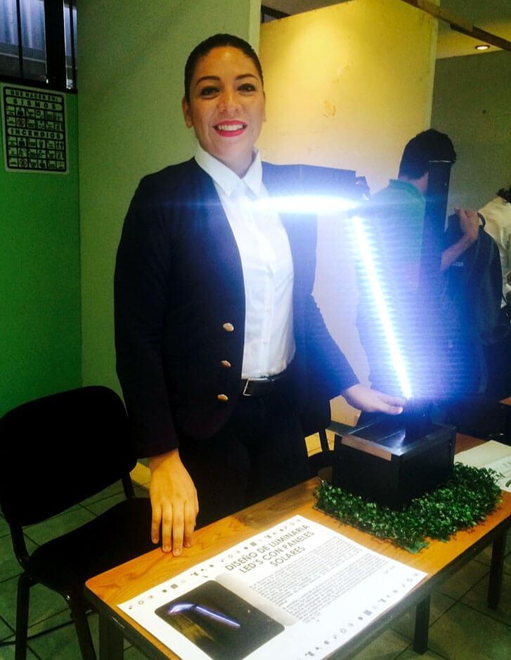 Prototipo de luminaria solar creado por Lucero de la Rosa Macías