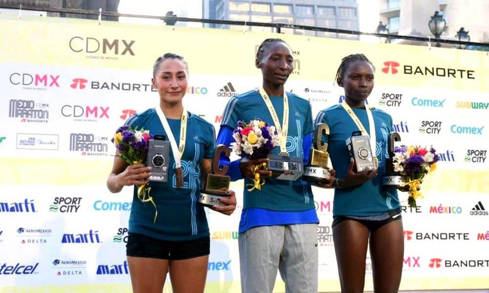 Esmeralda Rebollo Salgado tercer lugar Medio Maratón Ciudad de México