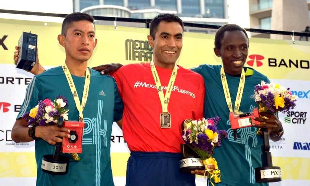 Juan Luis Barrios ganador de Medio Maratón de la Ciudad de México 21k