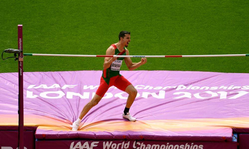 Edgar Rivera celebrando salto de altura en Londres 2017