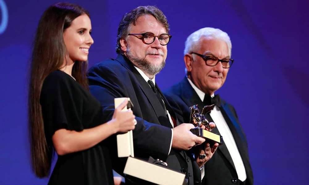 Guillermo del Toro recibiendo León de Oro en Venecia