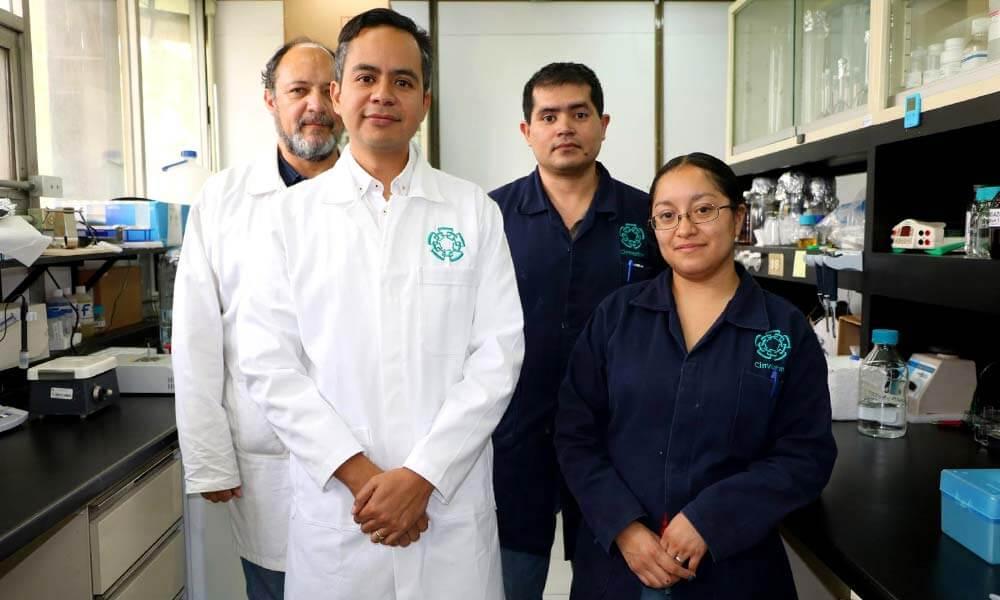 Dr. Edgar Morales Ríos y el equipo de investigación en CINVESTAV