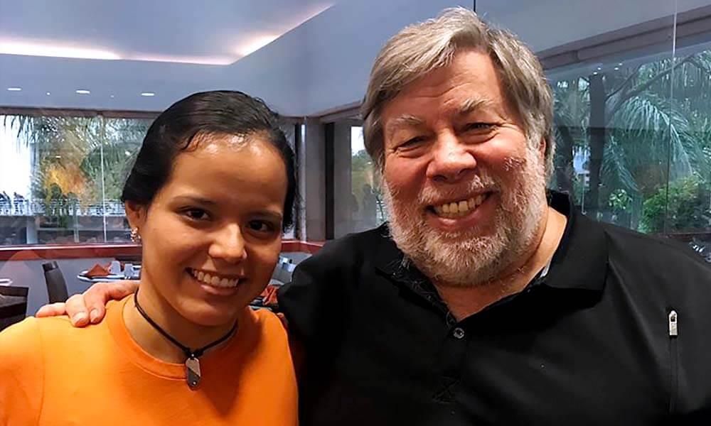 Alejandrina González Reyes y su mentor Steve Wozniak