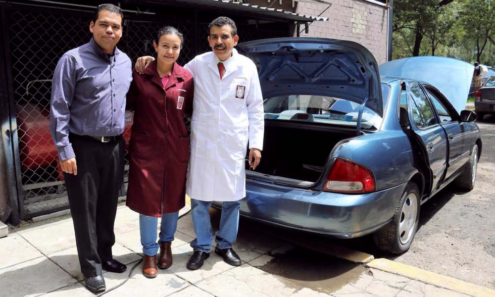 César Gustavo Gómez Sierra con Leslie Gómez Ortiz y Alejandro Sandoval Ramos