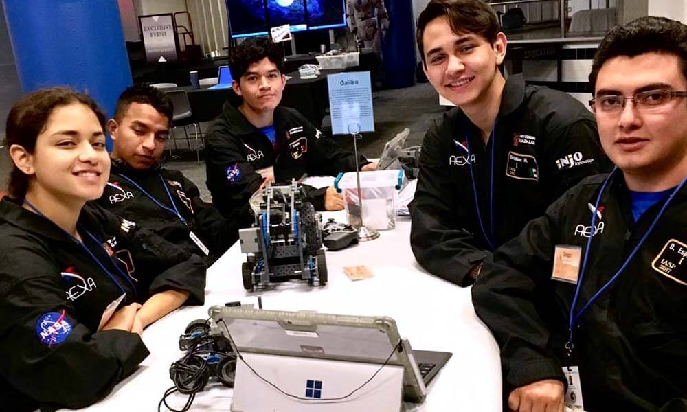 Jonathan Sánchez en el International Air and Space program de la NASA