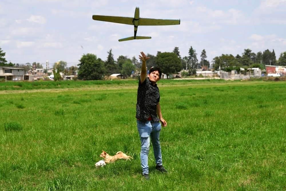 Jonathan Sánchez, estudiante de Ingeniería en Aeronáutica