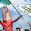 Jhony Corzo celebrando su victoria en ISA World Surfing Games