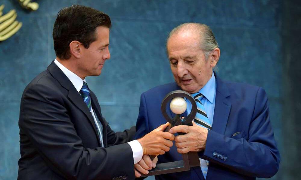 Poeta Mexicano Eduardo Lizalde recibe el Premio Carlos Fuentes