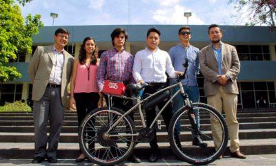 Alumnos y profesores que colaboraron para crear BiciUAQ